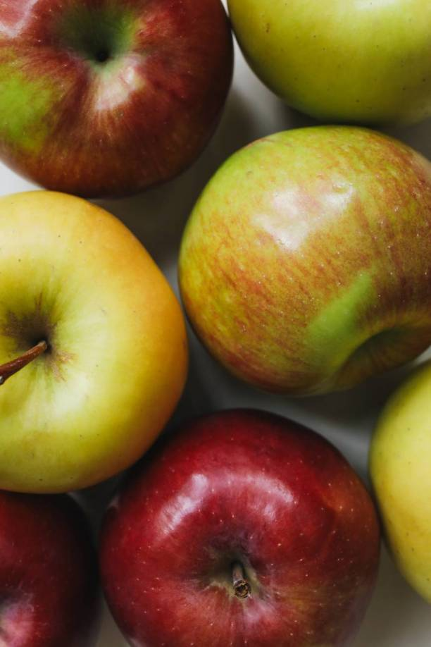 close up photo of apples